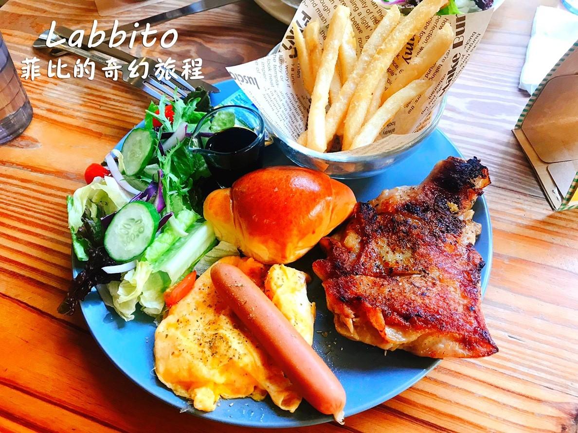 【台中美食】Labbito Cafe日本人開的早午餐!Tokyo Crepe可麗餅、鬆餅!寵物友善餐廳!內有labbito cafe菜單!(台中下午茶推薦、台中早午餐推薦、台中西區早午餐) @猴屁的異想世界