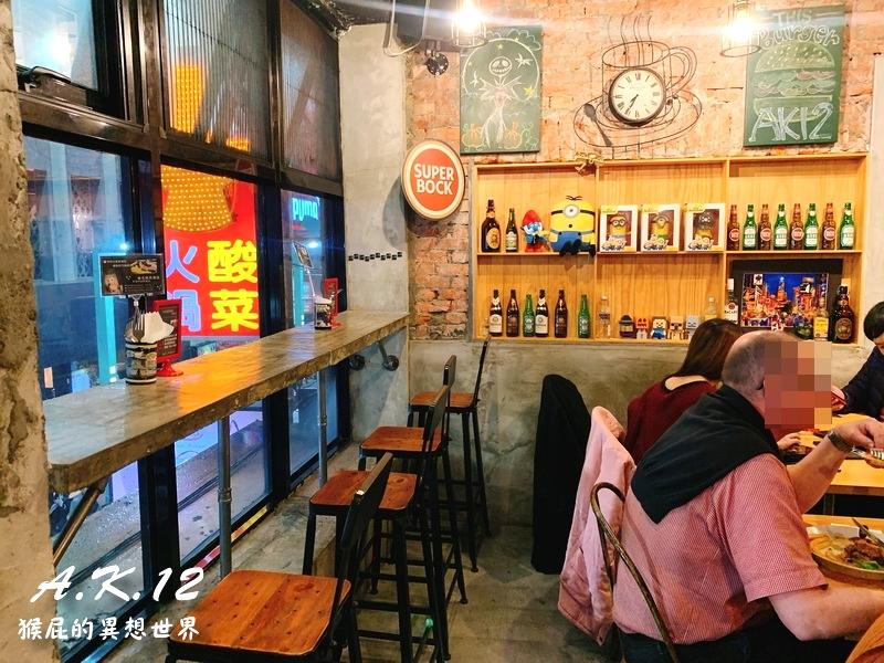 【台北西門】西門町聚餐推薦-A.K.12美式小館!氣氛好、餐點美味、適合聚餐!主打巧克力漢堡、牛排、義大利麵、甜點!寵物友善餐廳!捷運西門站!(西門町美式餐廳推薦、西門町慶生餐廳、西門町美食)