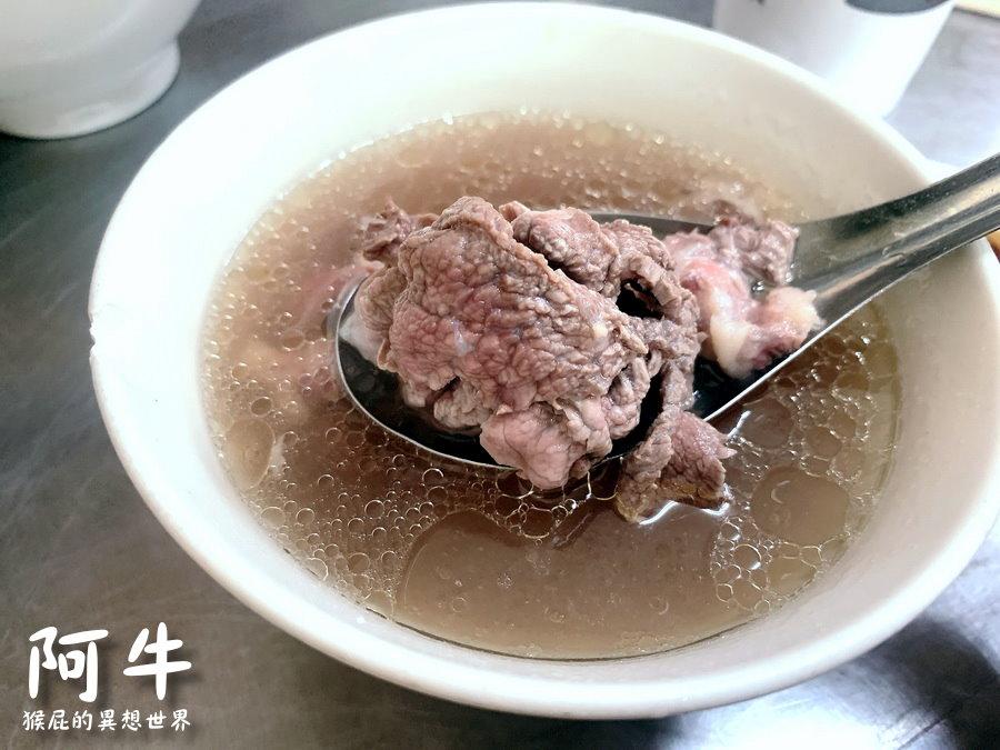 【台南美食】在地人推薦台南牛肉湯-阿牛牛肉湯!牛肉燴飯頗厲害!肉燥飯肥滋滋好吃!台南東區牛肉湯! @猴屁的異想世界