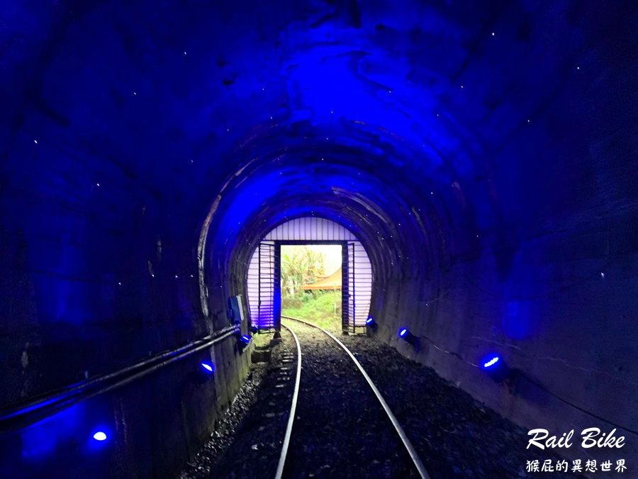 【新北景點】深澳鐵道自行車一日遊!騎超可愛河豚車穿越浪漫星空隧道!沿路欣賞八斗子海景!深澳鐵道自行車優惠門票! @猴屁的異想世界