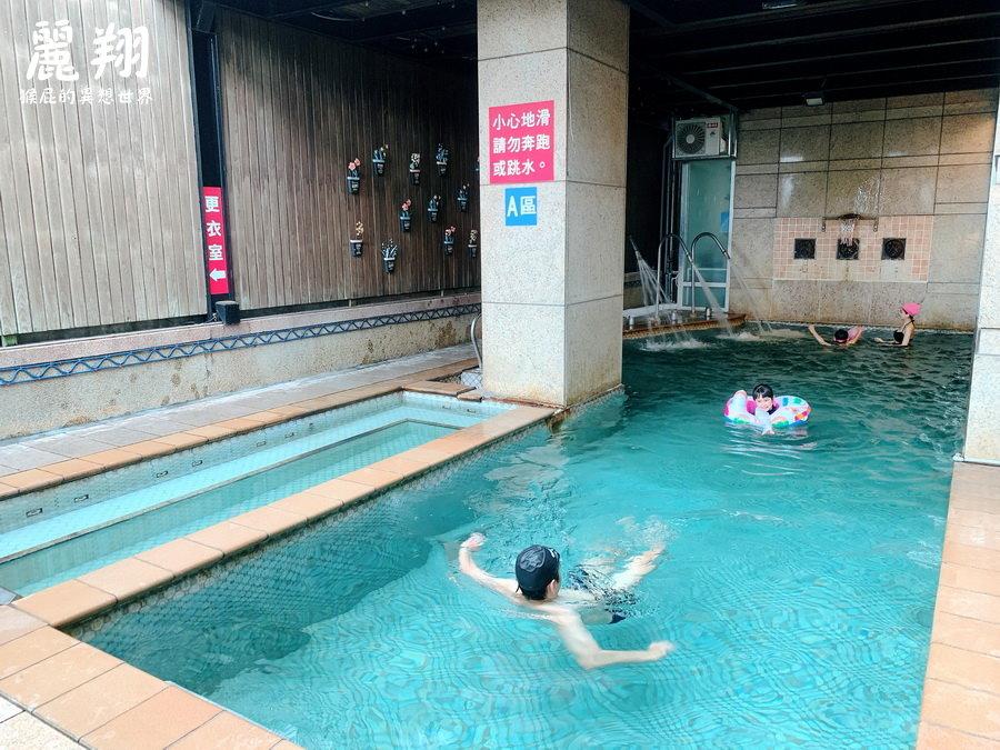 麗翔酒店礁溪館!麗翔酒店設施有泳池、撞球、桌球還有兒童遊戲室!停車場有點可怕! @猴屁的異想世界