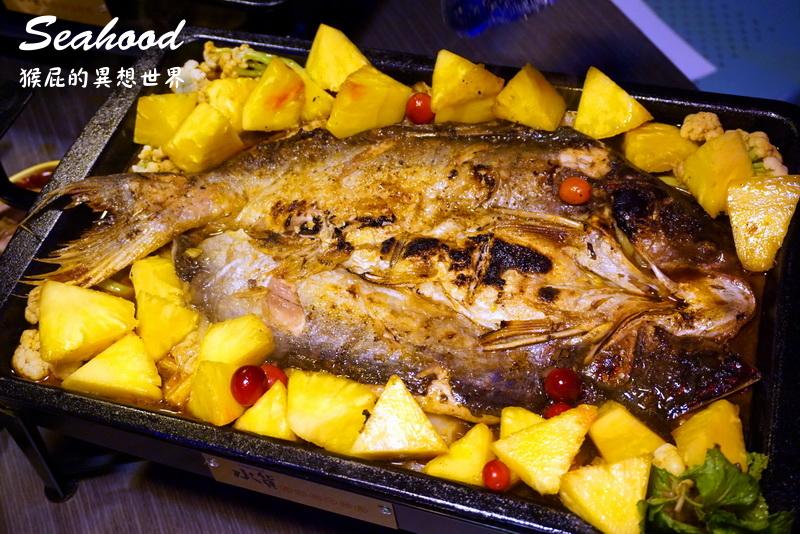 【新北中和】新開幕的水貨炭火烤魚(中和店)!上海最時尚的烤魚品牌!超酷熊掌烤魚、創新水果烤魚,還能變身一爐二吃麻辣鍋!近中和Costco!(中和美食推薦、中和餐廳推薦) @猴屁的異想世界